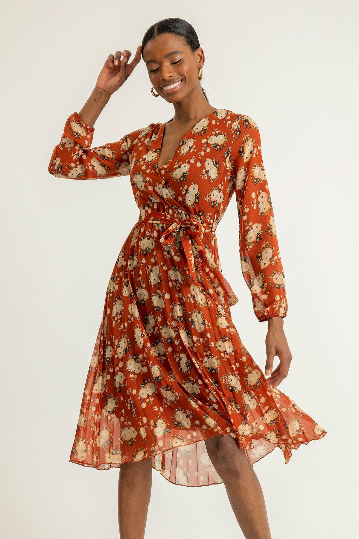 Gül Desen Piliseli Elbise-Kiremit