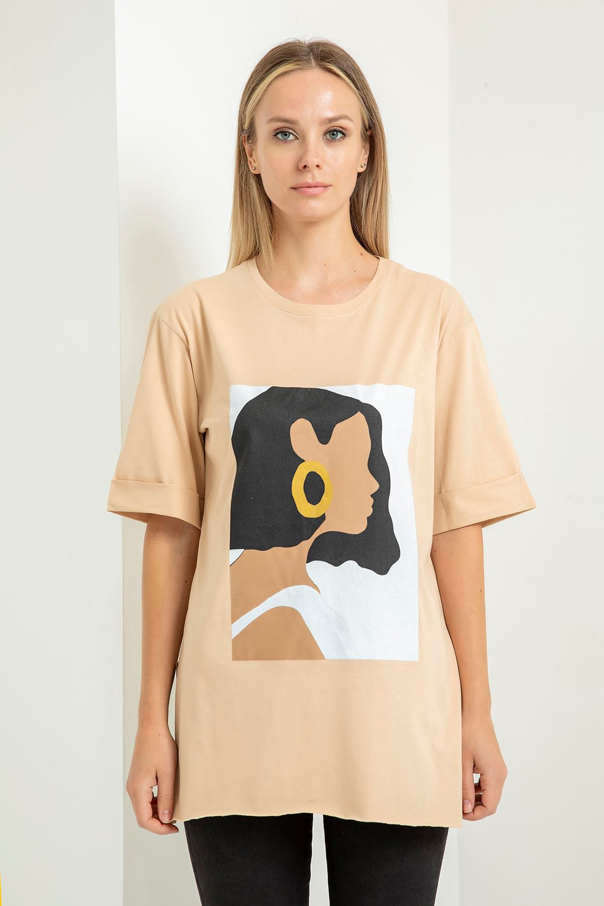 Küpeli Kız Baskılı T-Shirt-Taş