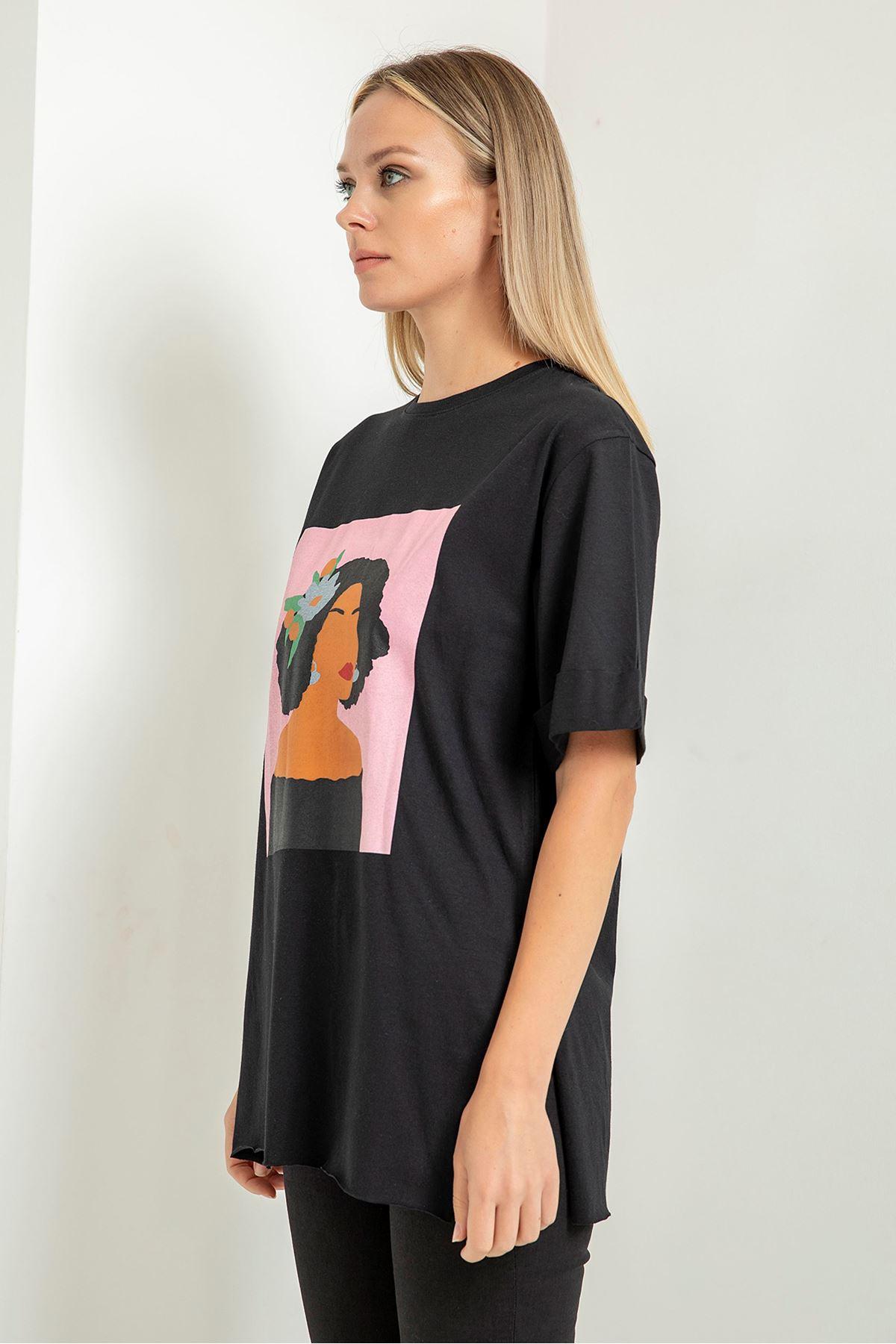 Çiçekli Kız Baskılı T-Shirt-Siyah