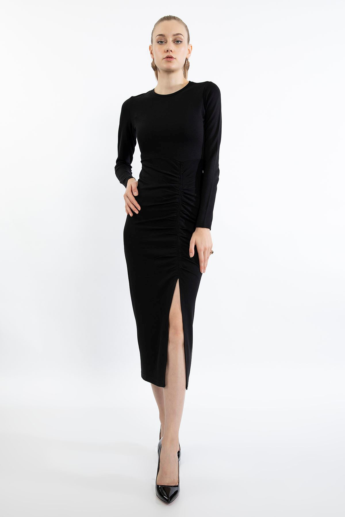 Büzgü Detay Yırtmaçlı Elbise-Siyah