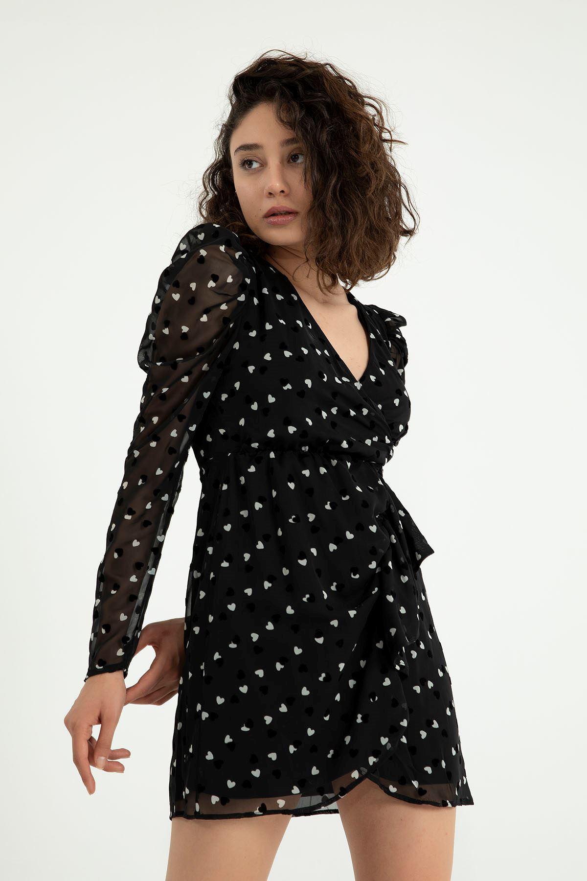Kalp Desen Kruvaze Yaka Elbise-Siyah