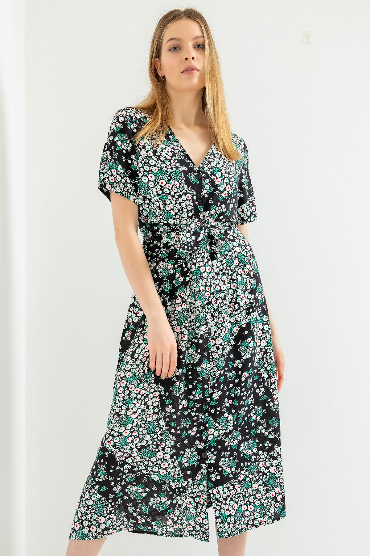 Küçük Çiçek Desen Önü Düğmeli Elbise-Siyah
