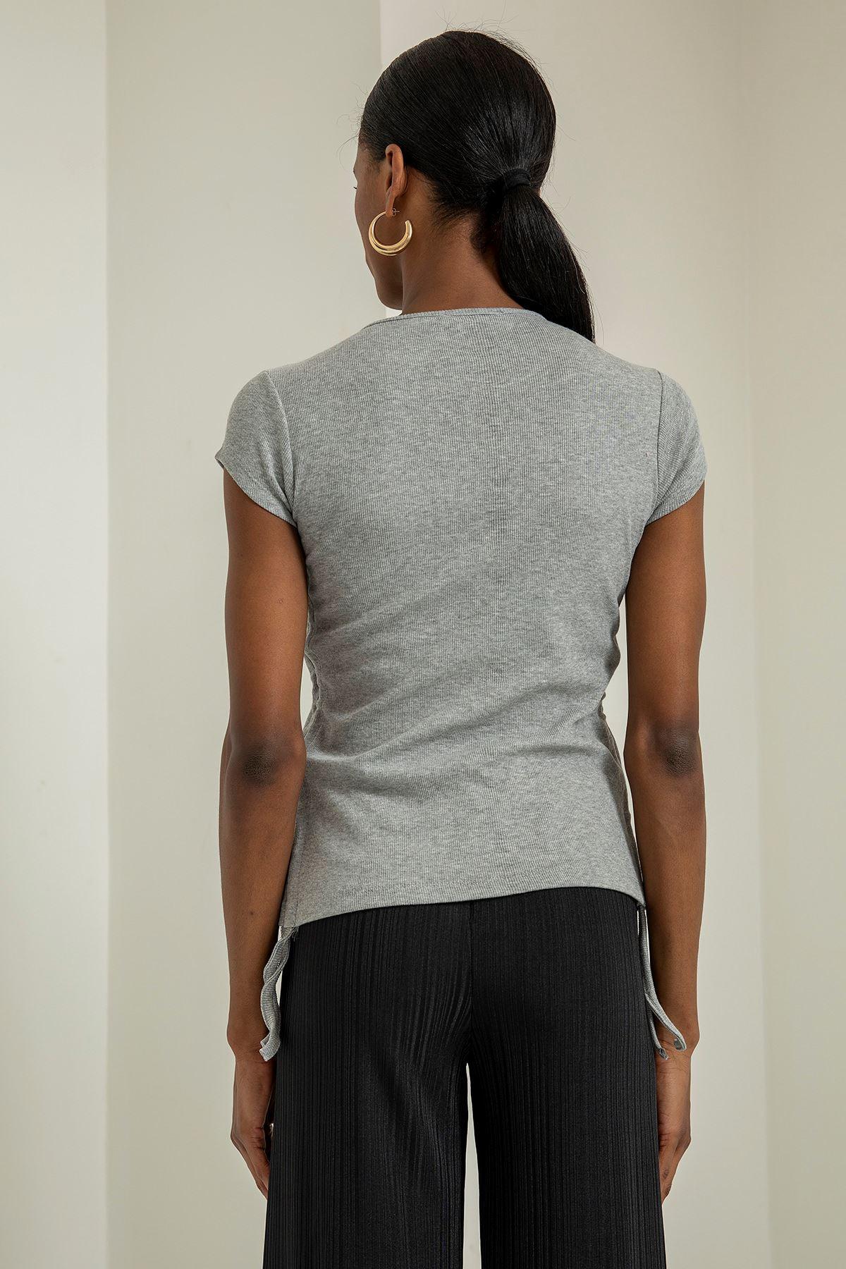 Bisiklet Yaka Cep Detaylı T-Shirt-Gri