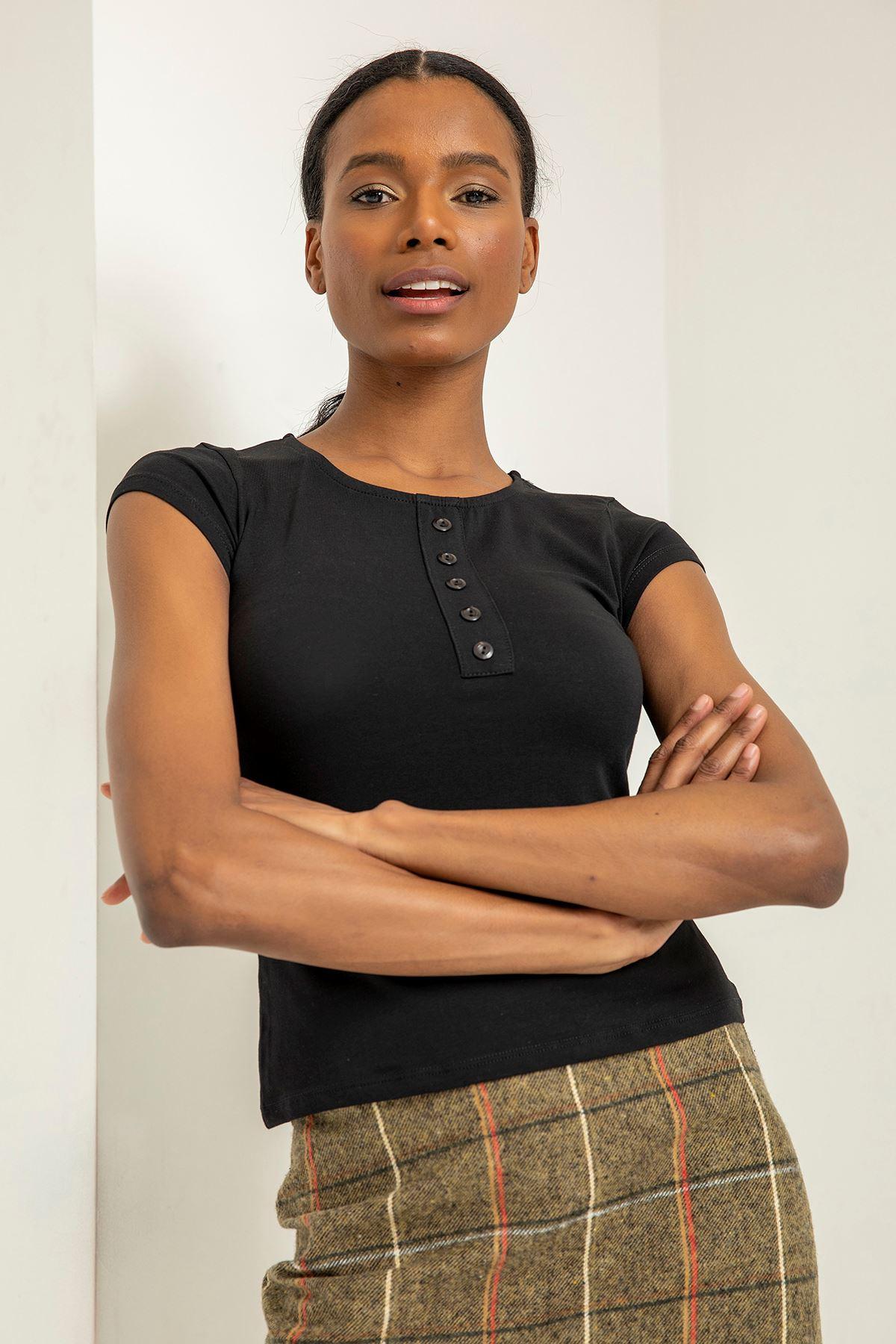 Önü Düğmeli Basic T-Shirt-Siyah