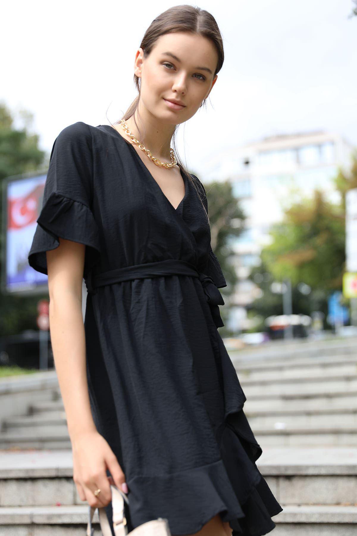 Kruvaze Yaka Önü Volanlı Elbise-Siyah