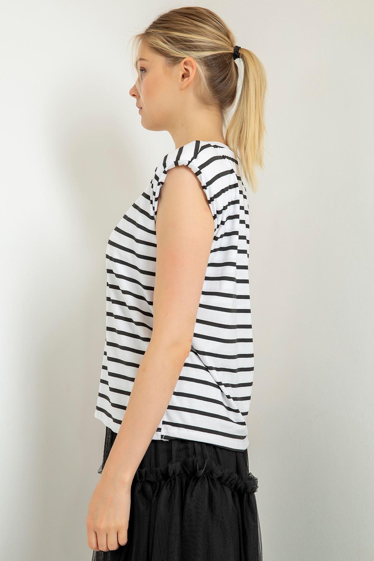 Çizgili Vatkalı T-Shirt-Beyaz