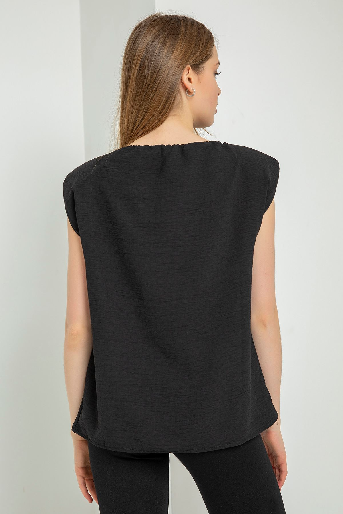 Madonna Yaka Vatkalı Bluz-Siyah