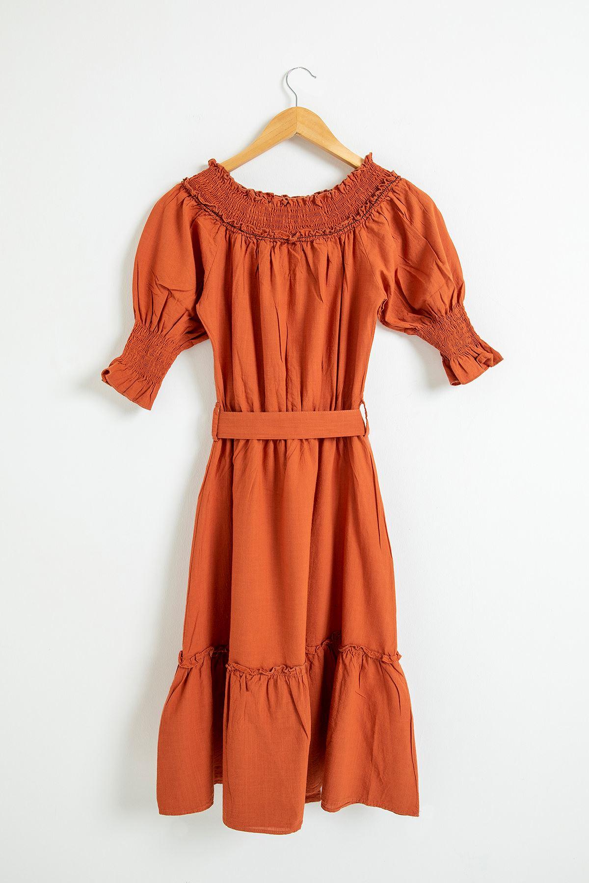 Yakası Gipeli Kemerli Elbise-Kiremit