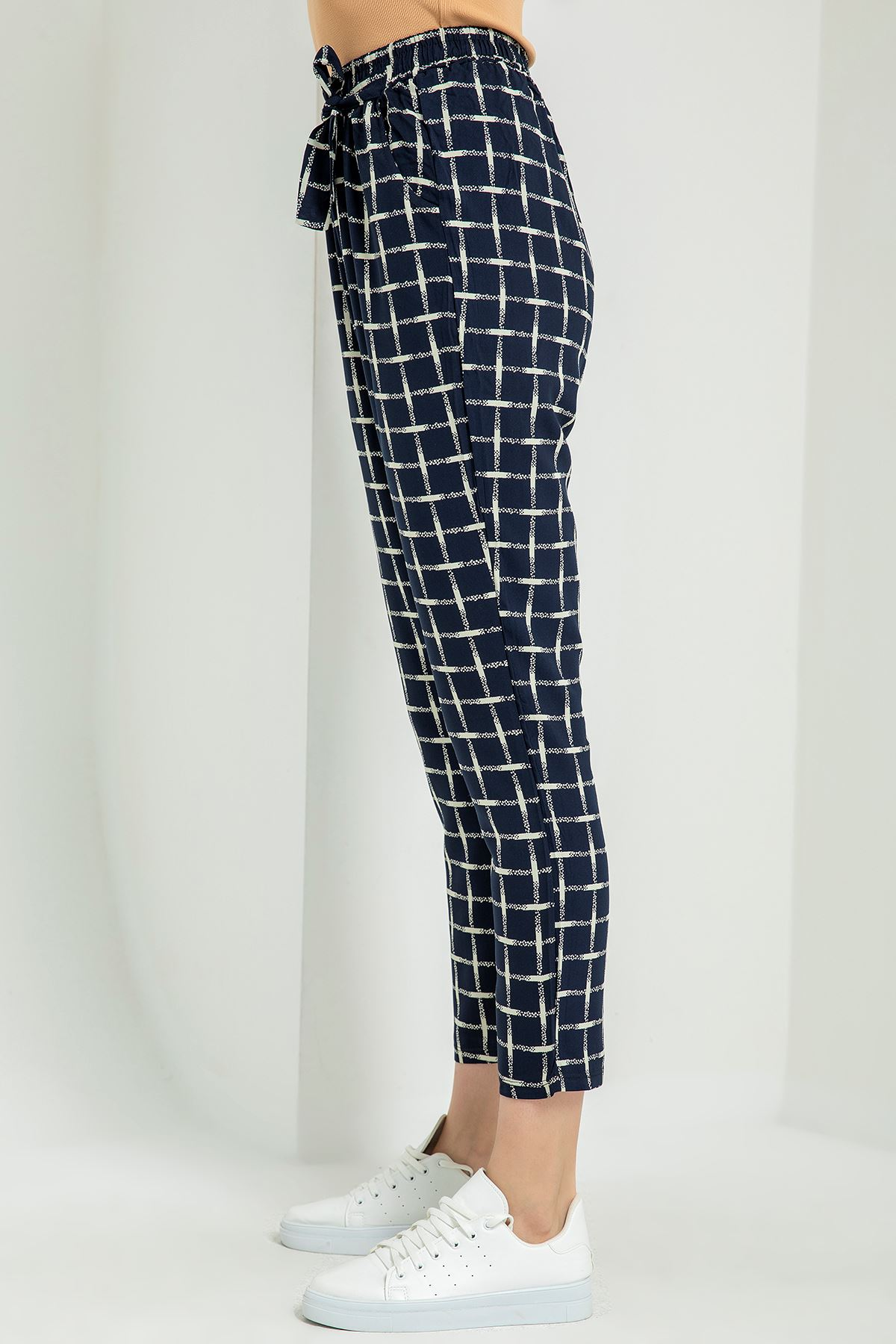 Çizgi Desen Kuşaklı Pantolon-Lacivert