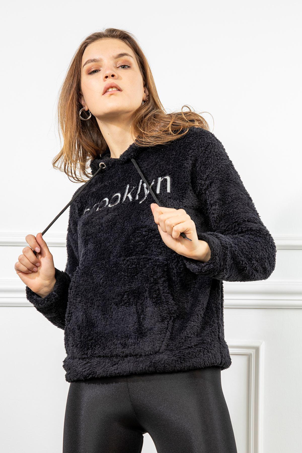 Brooklyn Nakışlı Peluş Sweatshirt-Siyah