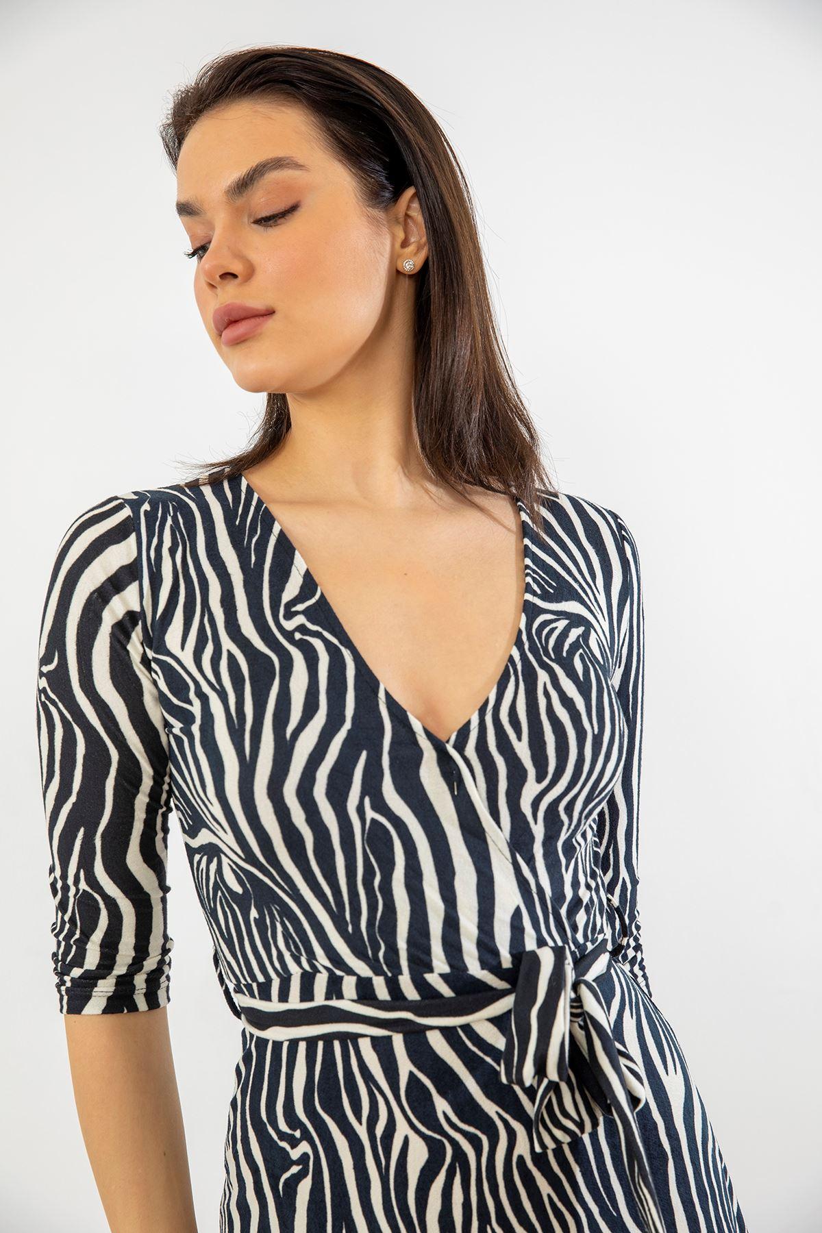 Kruvaze Yaka Kuşaklı Elbise-Zebra