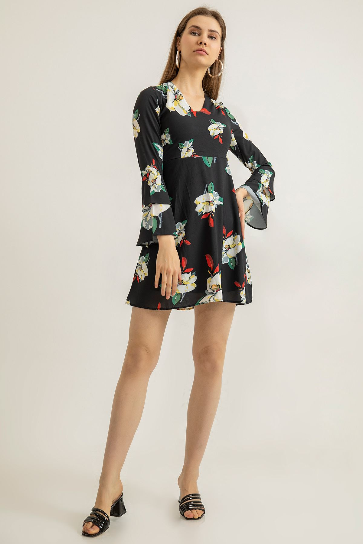 V Yaka Çiçek Desen Elbise-Siyah
