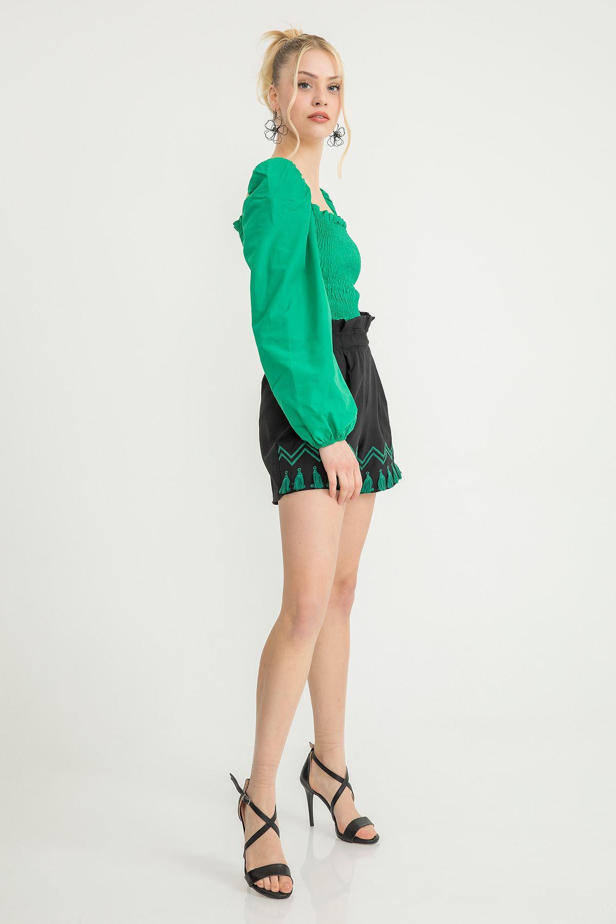 Nakışlı Püskül Detay Şort-Siyah-Yeşil