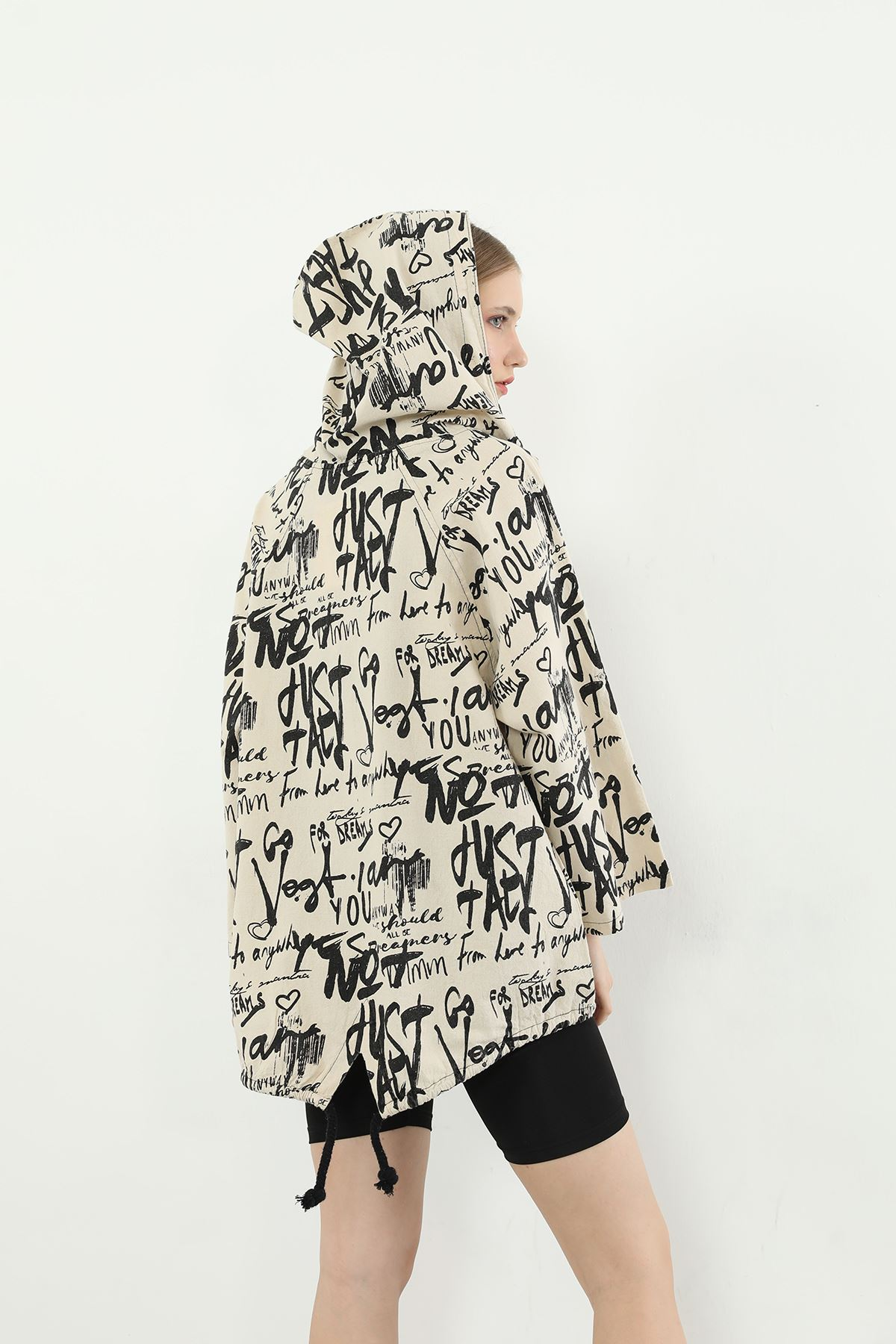 Yazı Desenli Fermuarlı Ceket-Bej